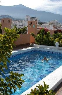 Vista swimming pool with the basic Teide