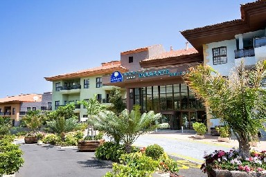 Vistas frontales del hotel
