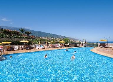 Vistas a la piscina del hotel