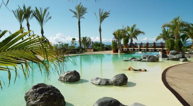 Tenerife alquiler de coches traslados hoteles for Casa con piscina tenerife