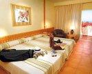 Dormitorio de la habitación doble con cama de matrimonio