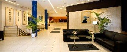 Recepción y Hall de entrada al aparthotel