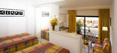 Apartamentos de un dormitorio con saloncito y terraza